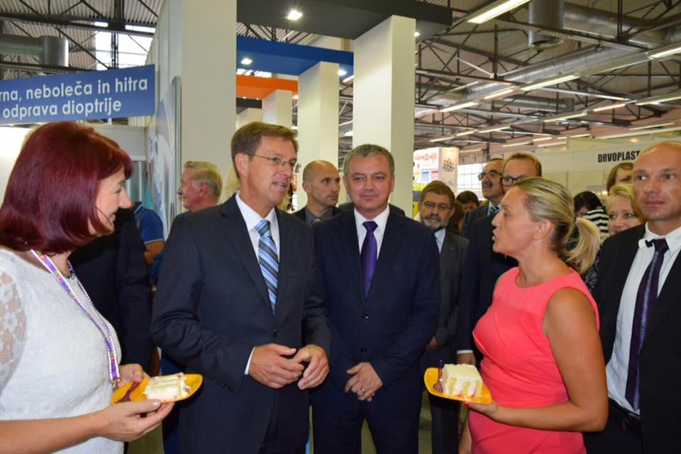predsjednik-vlade-republike-slovenije-dr-miro-cerar-i-sanela-dropulic-razgovaraju-o-kongresu-poduzetnica-jugoistocne-europe-zagreb-08-03-2017-4